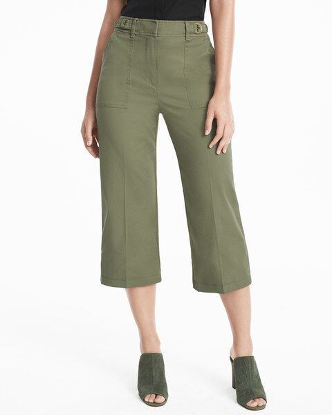 Cropped pants come in a variety of shapes and lengths. For the sake of this article, cropped pants refer to pants with hemlines that fall somewhere between the mid-calf and knee, as opposed to the less-versatile, ankle-length or capri pants.. In some ways, cropped jeans or pants .